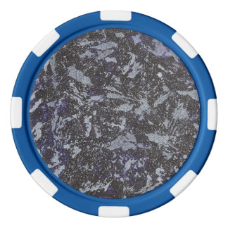 Tinta blanco y negro en fondo púrpura fichas de póquer
