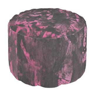 Tinta negra en fondo rosado puf