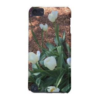 Tipo blanco como la nieve flores del tulipán en un carcasa para iPod touch 5G