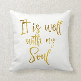 Tipografía del oro: Está bien con mi cita del alma Cojín Decorativo