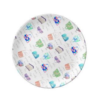 Tipografía floral en colores pastel de los plato de porcelana