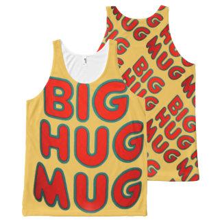 Tipografía grande de la taza del abrazo por todo camiseta de tirantes con estampado integral