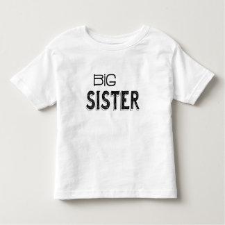 Tipografía negra y blanca de la hermana grande camiseta de bebé