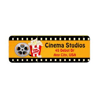 Tira de la película, palomitas y etiquetas de