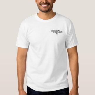 Tire la rociada de la primera fotografía de un camisas