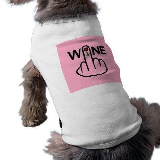 Tirón del vino de la ropa del perro