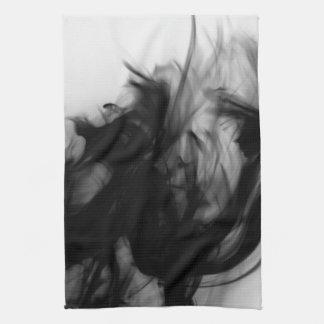 Toalla de cocina negra del fuego IV del artista