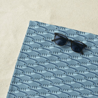 Toalla de playa azul feliz de los pescados que