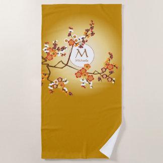Toalla De Playa El ciruelo japonés del monograma florece rama del
