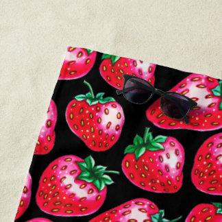 Toalla De Playa Fresa roja en fondo negro
