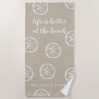 Toalla De Playa La vida es mejor en el dólar de arena beige de la