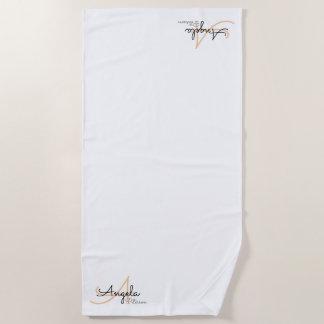 Toalla De Playa monograma elegante en blanco simple, limpio y