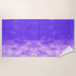 Toalla De Playa Nubes violetas de los cielos púrpuras