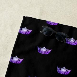 Toalla de playa púrpura de la corona de Srta.