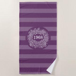 Toalla De Playa Púrpura del año del nacimiento del sello del vino