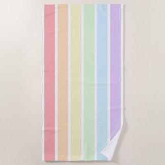 Toalla de playa rayada del arco iris en colores