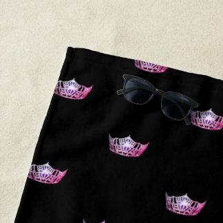 Toalla de playa rosada de la corona de Srta.