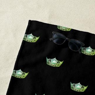 Toalla de playa verde de la corona de Srta.