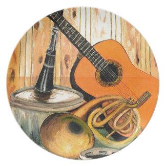 Todavía vida con los instrumentos musicales plato