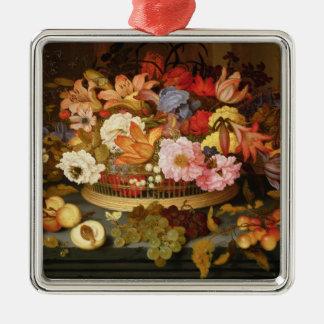 Todavía vida de la fruta y de una cesta de flores ornamento para arbol de navidad