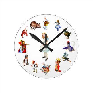 Todo alrededor de Alicia en el país de las maravil Reloj Redondo Mediano