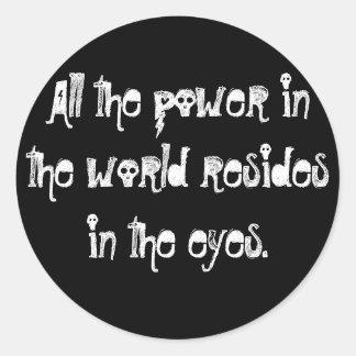 Todo el poder en el mundo reside en los ojos pegatina redonda