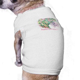 Todo es Comin encima de la camiseta del mascota de