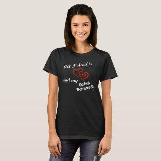 Todo lo que necesito es amor y mi St Bernard Camiseta