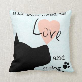 todo lo que usted necesita es amor y un pitbull cojín