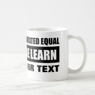 Todos los hombres crearon el igual taza de café