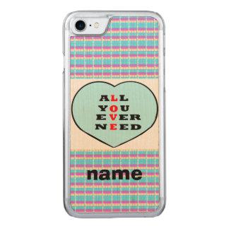 Todos usted necesita nunca amor, en un corazón, funda para iPhone 8/7 de carved