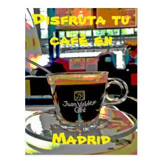 Tomar un café en Madrid España Postal