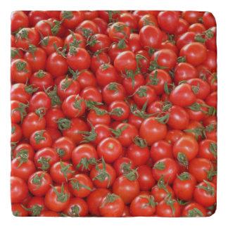 Tomates rojos de la vid salvamanteles