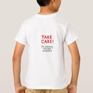 Tome la camiseta del cuidado