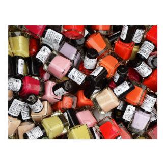 Toneladas de botellas del esmalte de uñas postal