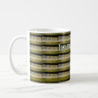 Tono adentro taza de café