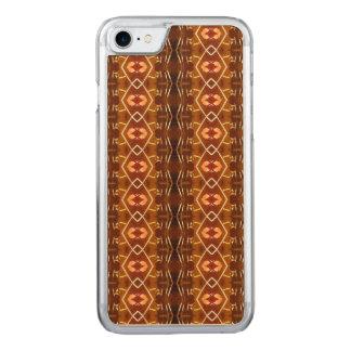 Tonos de la tierra del otoño en un diseño tribal funda para iPhone 7 de carved