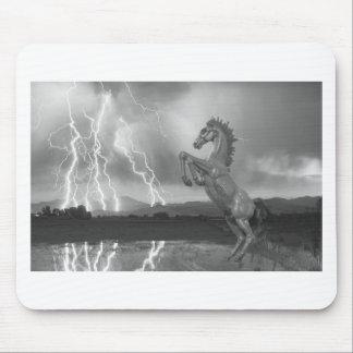 Tormenta BW del relámpago del caballo salvaje del  Alfombrillas De Raton