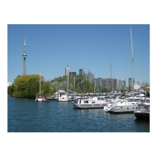 Toronto por la postal del puerto deportivo