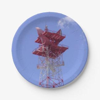 Torre de las telecomunicaciones de la microonda plato de papel
