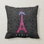 Torre Eiffel de las rosas fuertes en falso brillo Almohada
