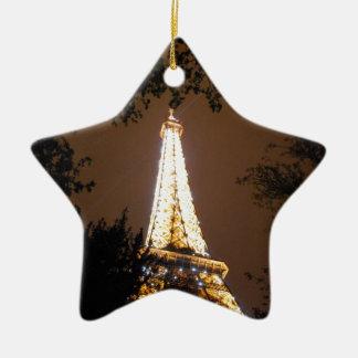 Torre Eiffel en París, Francia en la noche Ornamentos De Navidad