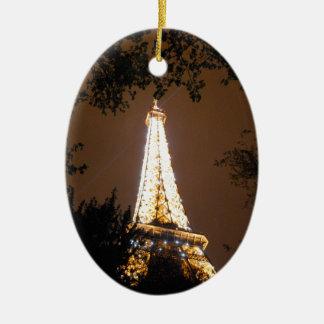 Torre Eiffel en París, Francia en la noche Ornaments Para Arbol De Navidad