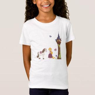 Torre linda del rapunzel y la camiseta del chica