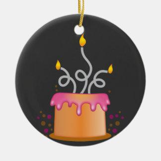 Torta de cumpleaños con las velas twirly rizadas adornos de navidad