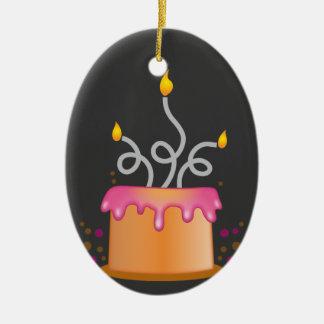 Torta de cumpleaños con las velas twirly rizadas ornato