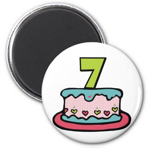 Torta de cumpleaños de 7 años imán redondo 5 cm