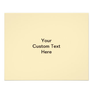 Torta del color crema en fondo beige tarjetas informativas