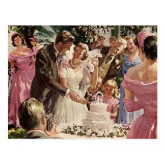 Torta del corte de los recienes casados del novio postal