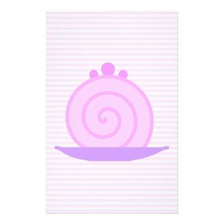 Torta rosada espiral en rayas rosadas tarjeta publicitaria
